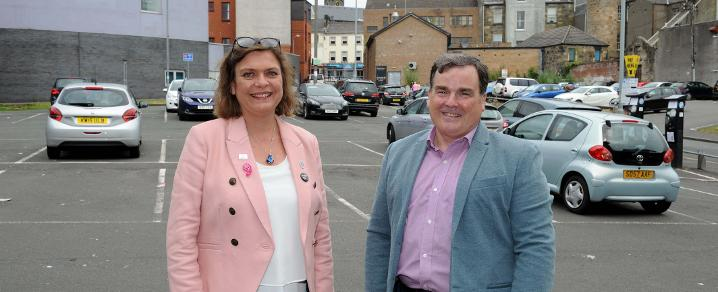 Cllr Nicolson with Colette Cardosi in Weighhouse Close