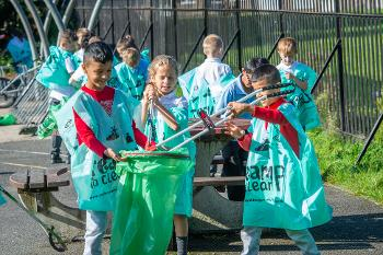 Arkleston pupils Team Up to Clean Up