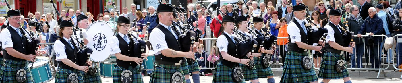 Pipers play in County Square, Paisley