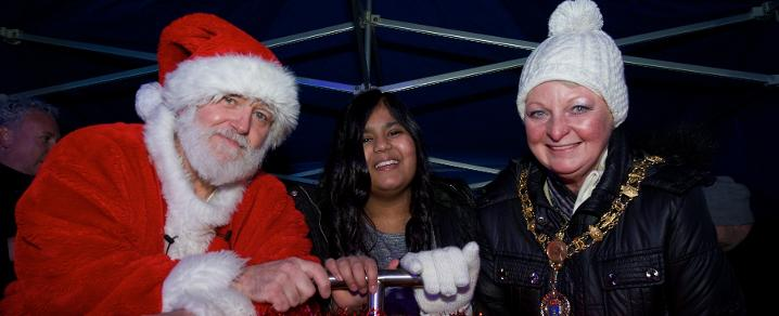 Provost Hall switches on Renfrew Christmas Lights