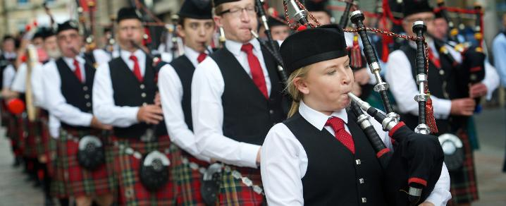 Pipers play in Paisley town centre