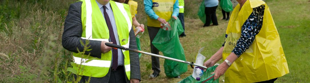 Council Leader, Cllr McEwan and Community Action for Erskine group