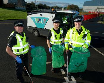 Police Scotland support the Team Up to Clean Up community campaign