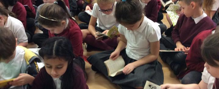 Kirklandneuk Primary pupils get the reading bug during Book Week Scotland