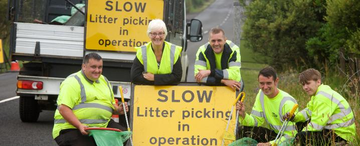 Cllr McEwan with Roadside Litter RRT