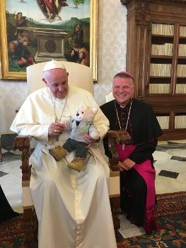 Pope Francis with Mungo the teddy & Bishop John Keenan